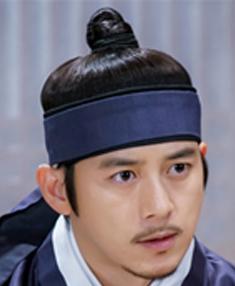 ユン・テウォン役
